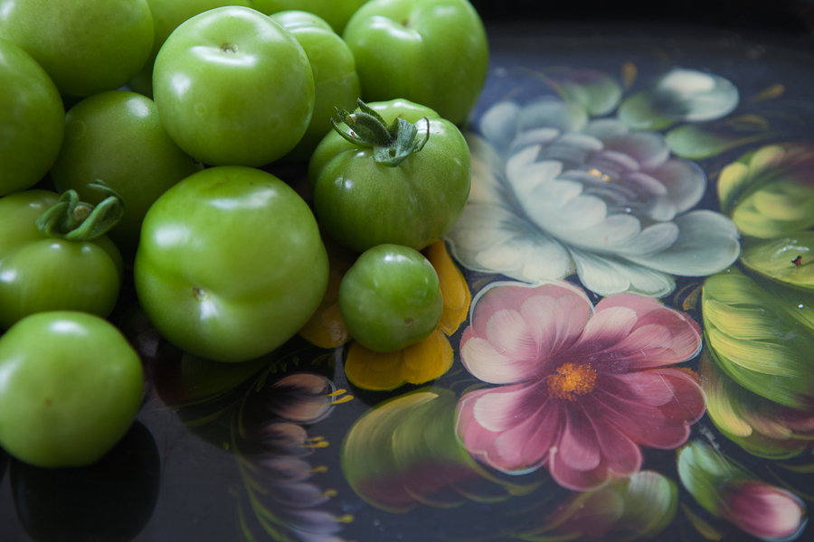 tomat och svart salvia